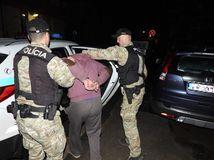 polícia, zadržanie, obvinený