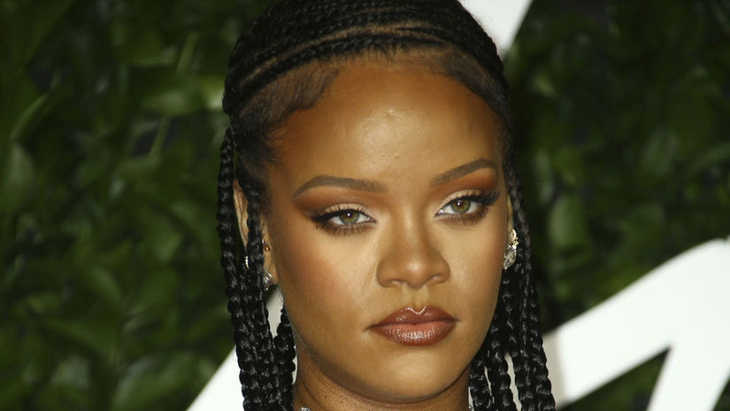 Speváčka Rihanna na vyhlásení cien British...