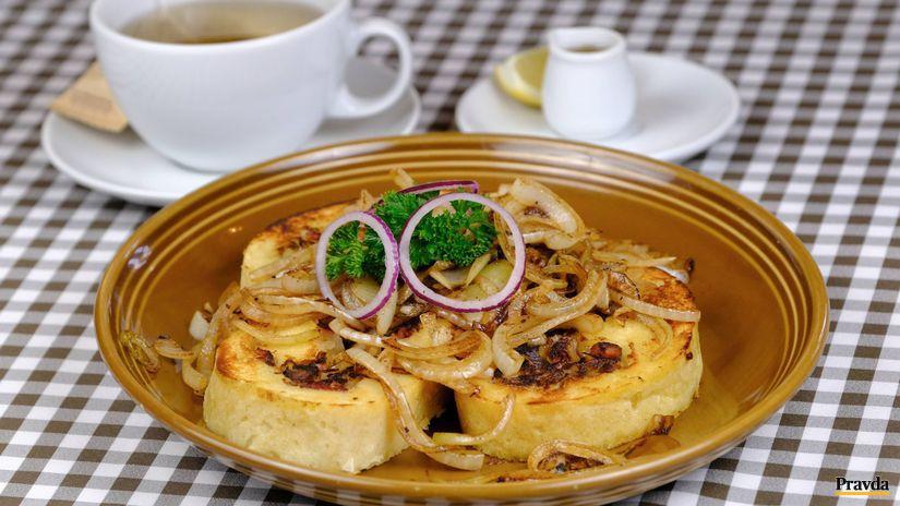 Zemiaková roláda s kapustovo-slaninkovou plnkou