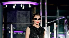 Modelka v kreácii dizajnéra Fera Mikloška z kolekcie Jeseň/Zima 2019/2020.