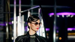 Modelka v kreácii z kolekcie Miklosko Fashion Design Jeseň/Zima 2019/2020.