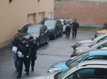 Trojica obvinených pôjde do väzby. Spôsobila výbuch prerazená plynová rúra?