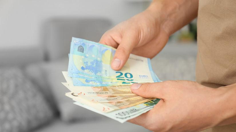 ruky, peniaze, euro, bankovky, počítanie