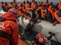 stredozemné more, utečenci, migranti, záchranári