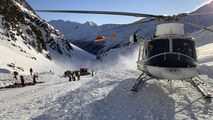 taliansko alpy lavína helikoptéra záchrana