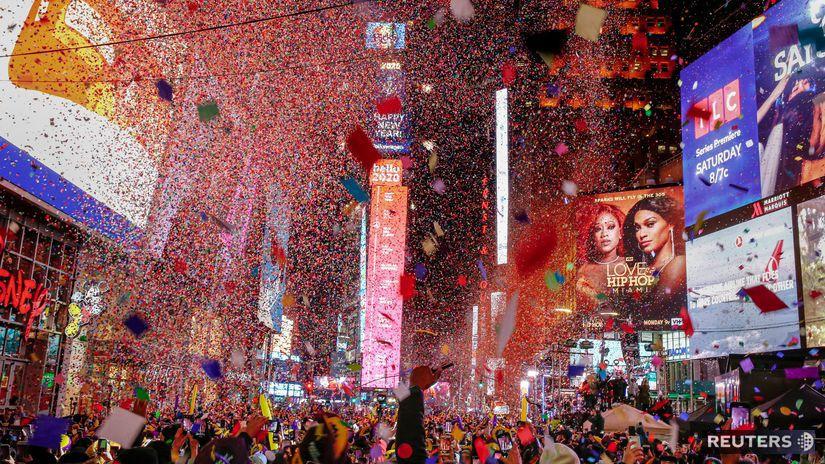 NEW YORK silvester 2020 konfety oslavy Times...