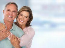 manželia, láska, objatie, radosť
