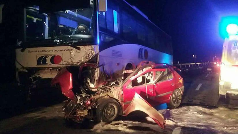 dopravná nehoda, auto, autobus, krupina
