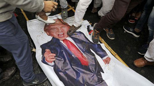 Trump stráca v Európe popularitu, Slováci najviac dôverujú Putinovi