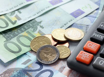 peniaze, euro, bankovky, mince, kalkulačka