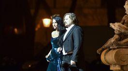Dizajnér Boris Hanečka a jeho partnerka Lucia Hablovičová prichádzajú na 20. ročník Plesu v opere v Bratislave.