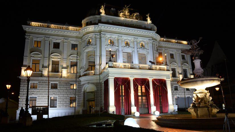 Opera budovy SND počas 20. ročníka akcie Ples v...