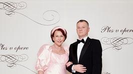 Eva Blahová, profesorka operného spevu, členka Čestného plesového výboru s partnerom