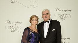 Mária Hurajová, bývalá generálna riaditeľka burzy cenných papierov, podpredsedníčka predstavenstva Slovak-American Foundation s manželom MUDr. Emilom Hurajom, detským ortopédom.