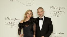 Martin Žúži, hudobník, člen kapely Hex s manželkou Uršuľou Žúži. Obliekal je Marcel Holubec.