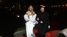 Modelka Michaela Kocianová v šatách od Michaela Kováčika prišla na ceremoniál s Brunom Ciberejom.
