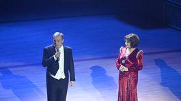Moderátorka 20. ročníka Plesu v opere - herečka Emília Vášáryová po boku hostiteľa večera - Pavla Lančariča zo spoločnosti Orange.