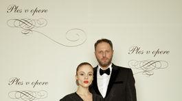 Publicista Michal Havran s partnerkou Emou Kakarovou.