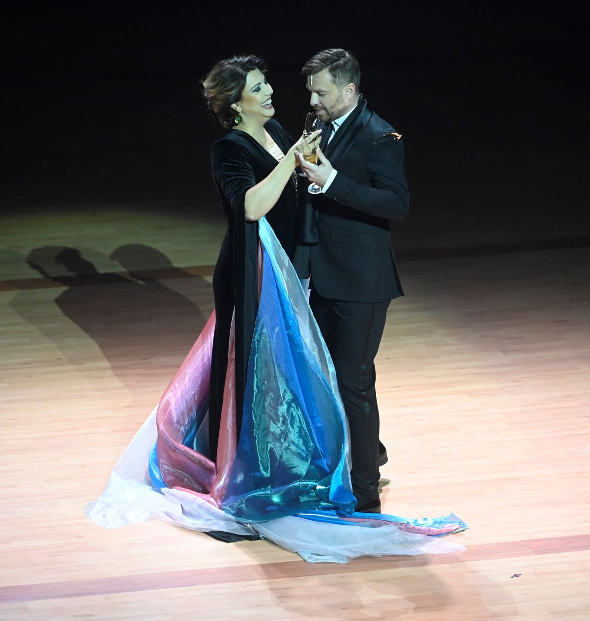 Úvodnému ceremoniálu dominovalo operné spojenie sopranistky Hrachuchi Bassenz a slovenského tenora Pavla Bršlíka.