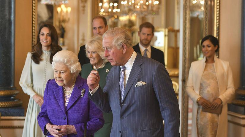 Záber z marca 2019: V popredí kráľovná Alžbeta...
