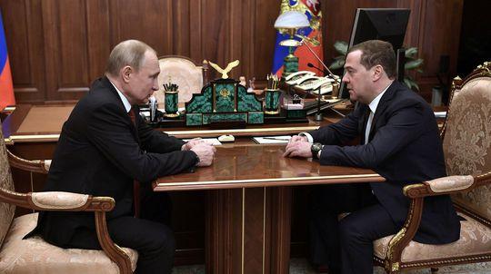 V Rusku sa začal prechod moci. Od Putina k Putinovi