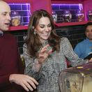 Princ William a vojvodkyňa Kate počas návštevy Kulfi milkshakes v anglickom Bradforde.