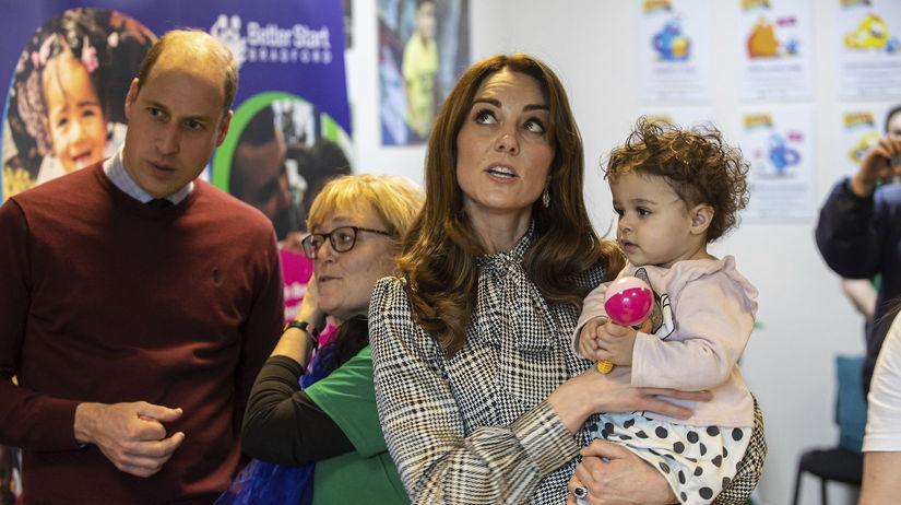Vojvodkyňa Kate v náručí s 18-mesačným dieťaťom...