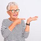 dôchodkyňa, babička, ukazovanie