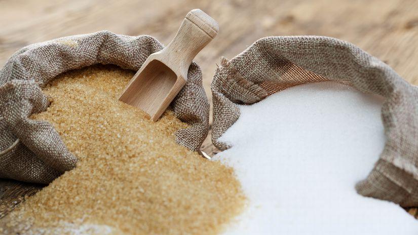 hnedý cukor, biely cukor, vrecia, lopatka