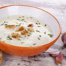 Smotanová cesnaková polievka s krutónmi