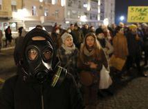 srbsko smog protest znečistenie ovzdušia belehrad maska