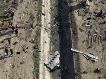 Irán Ukrajina lietadlo fragmenty Ukrajinci preskúmanie trosky boeing