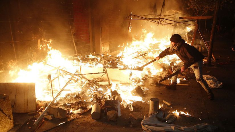 Libanon Protest demonštranti oheň bejrút