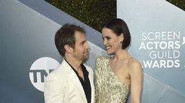 Herec Sam Rockwell a jeho manželka Leslie Bibb v kreácii August Getty.