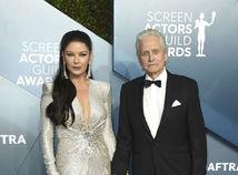 Herečka Catherine Zeta Jones v šatách Julien X Gabriela.