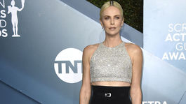 Herečka Charlize Theron prišla v kreácii Givenchy Haute Couture.
