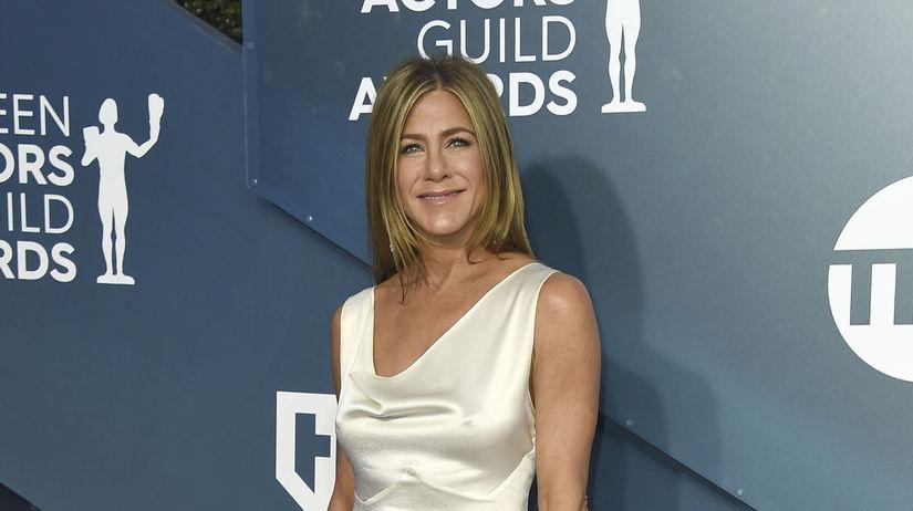 Herečka Jennifer Aniston v šatách Christian...
