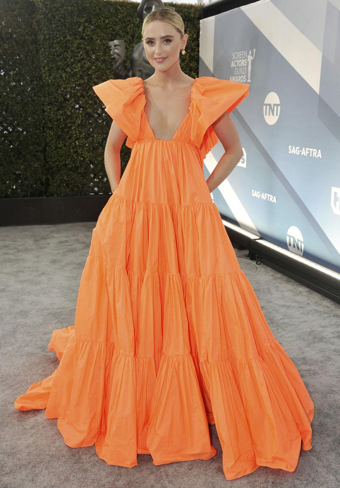 Herečka Kathryn Newton v šatách Valentino.