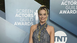 26th Annual SAG Awards - Herečka Margot Robbie dorazila v kreácii Chanel.
