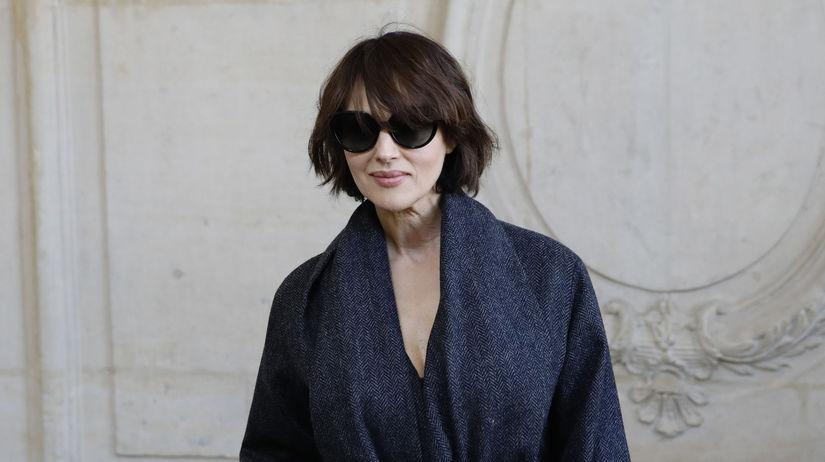 Herečka Monica Bellucci pred prehliadkou Dior...