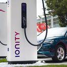 Rozprávka o lacnom 'tankovaní' elektroáut sa rozplýva. Rýchlonabíjanie prudko dražie