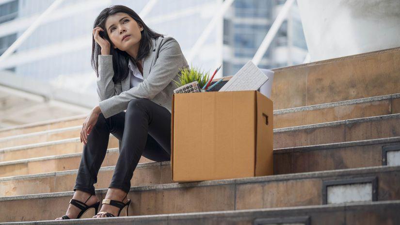 vyhadzov, strata práce, hľadanie práce, žena,...