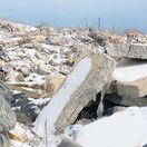 Smutný pohľad, panelák na smetisku. Likvidácia trosiek rozhádala Prešov