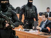 Threemu označil súd za legálnu, vypočul členov Tóthovho sledovacieho komanda