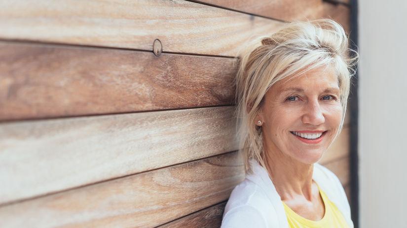 žena, drevená stena, dovolenka