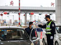 Nakazený expert tvrdil, že koronavírus v Číne sa dá stopnúť