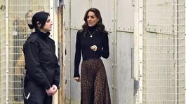 Vojvodkyňa Catherine z Cambridge počas návštevy ženskej väznice HMP Send v anglickom Wokingu.