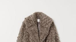 Dámsky kabát s kožušinovým efektom. Predáva H&M, zlacnený zo 149 eur na 55,99 eura.