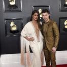 Nick Jonas a jeho manželka Priyanka Chopra, ktorá prišla v šatách Ralph & Russo Couture.