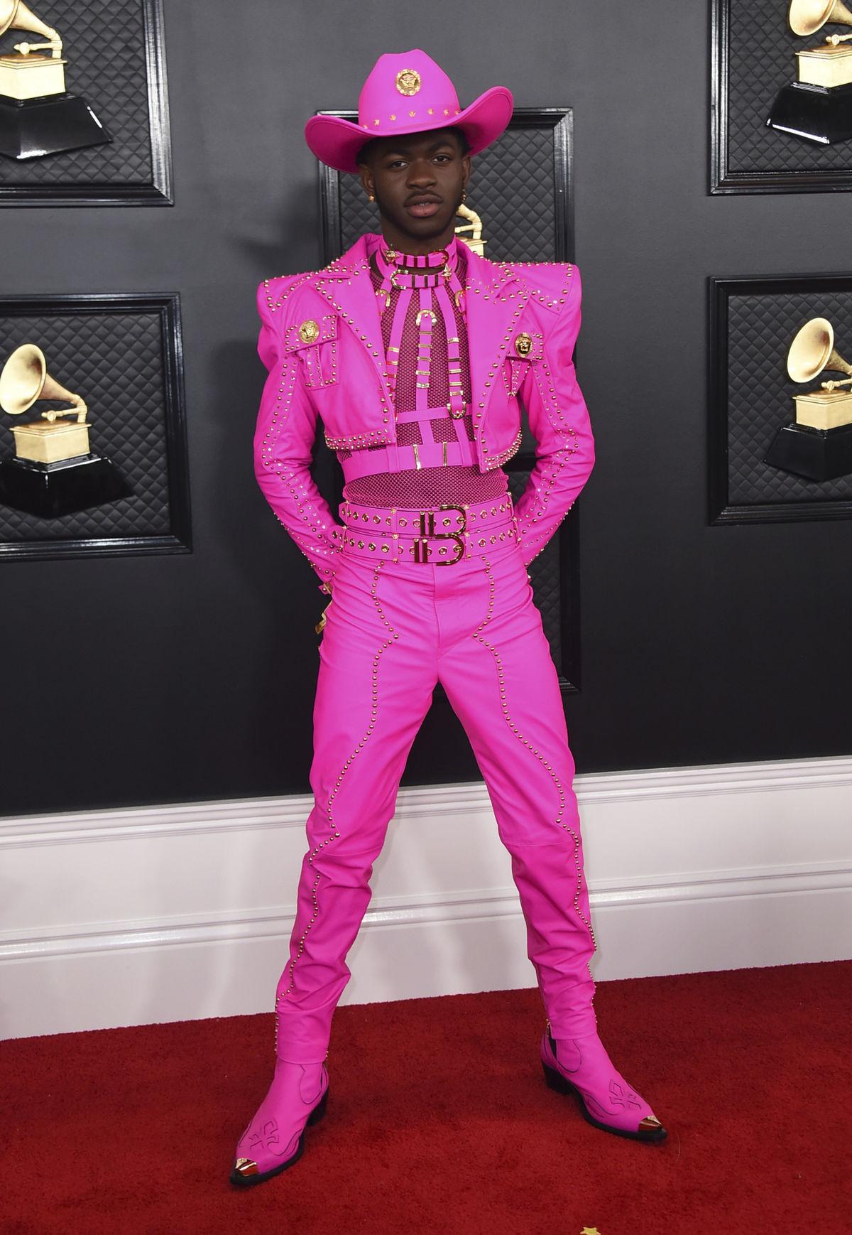 Raper Lil Nas X v kreácii Versace.
